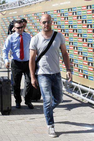 Reina, arriving in Las Rozas