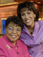 Hundreds pay respects to Robin Roberts' mother