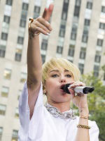 Miley Cyrus' 'Bangerz' poised for No. 1 debut with 250,000 copies