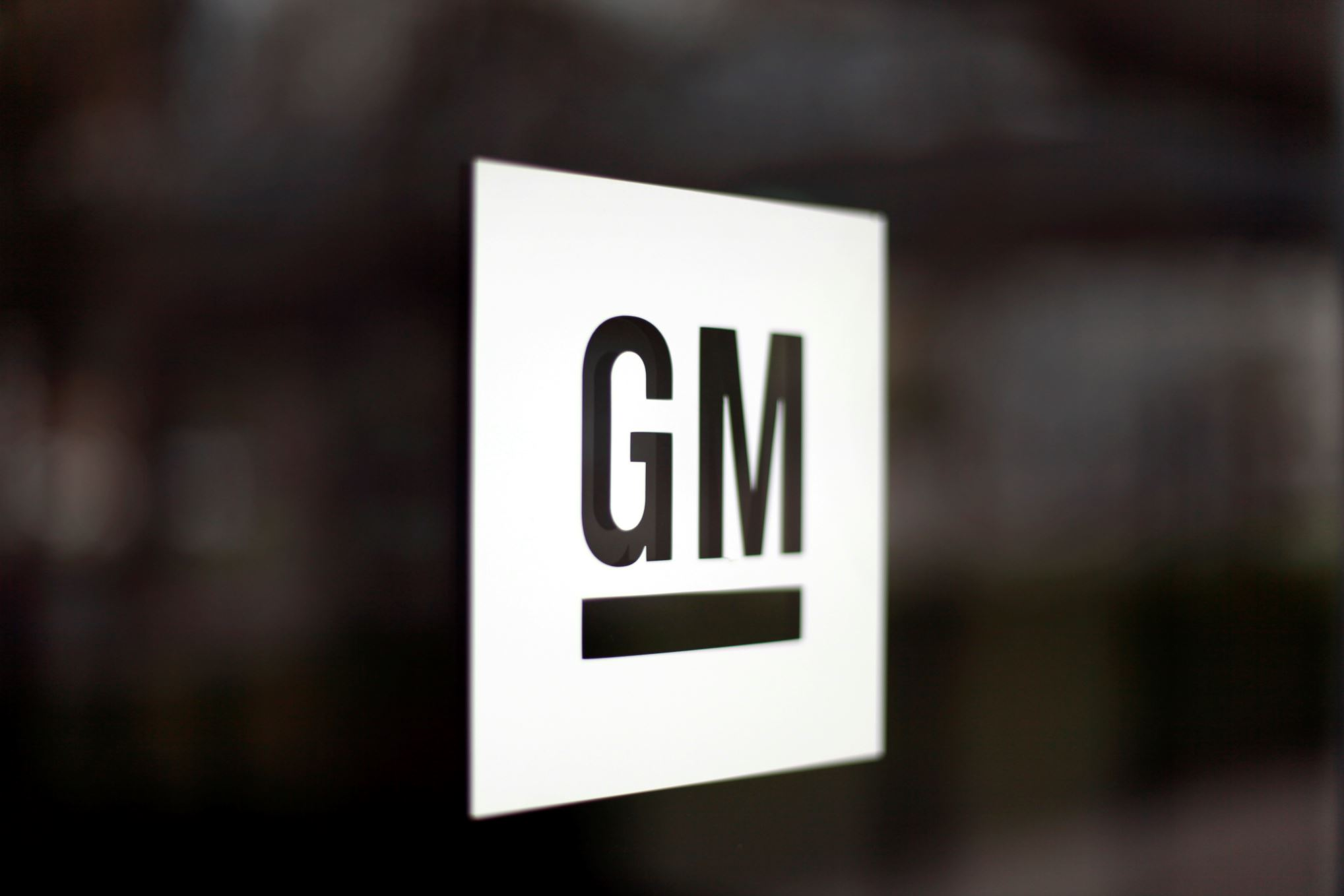 GM and LG team up to build EV batteries in the US