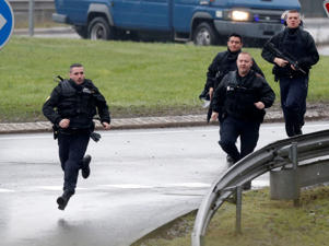 Members of the French gendarmerie intervention forces arrive at the scene of a hostage-taking at an industrial zone in Dammartin-en-Goele, northeast of Paris, January 9, 2015.