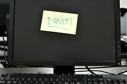 I quit note on computer screen.