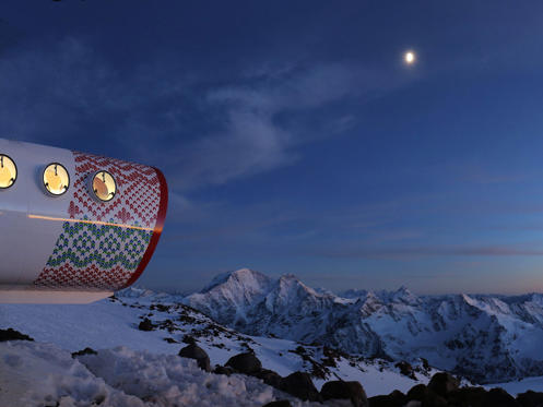 Гора эльбрус - это спящий вулкан, расположенный в горах западного кавказа, в кабардино-балкарии и