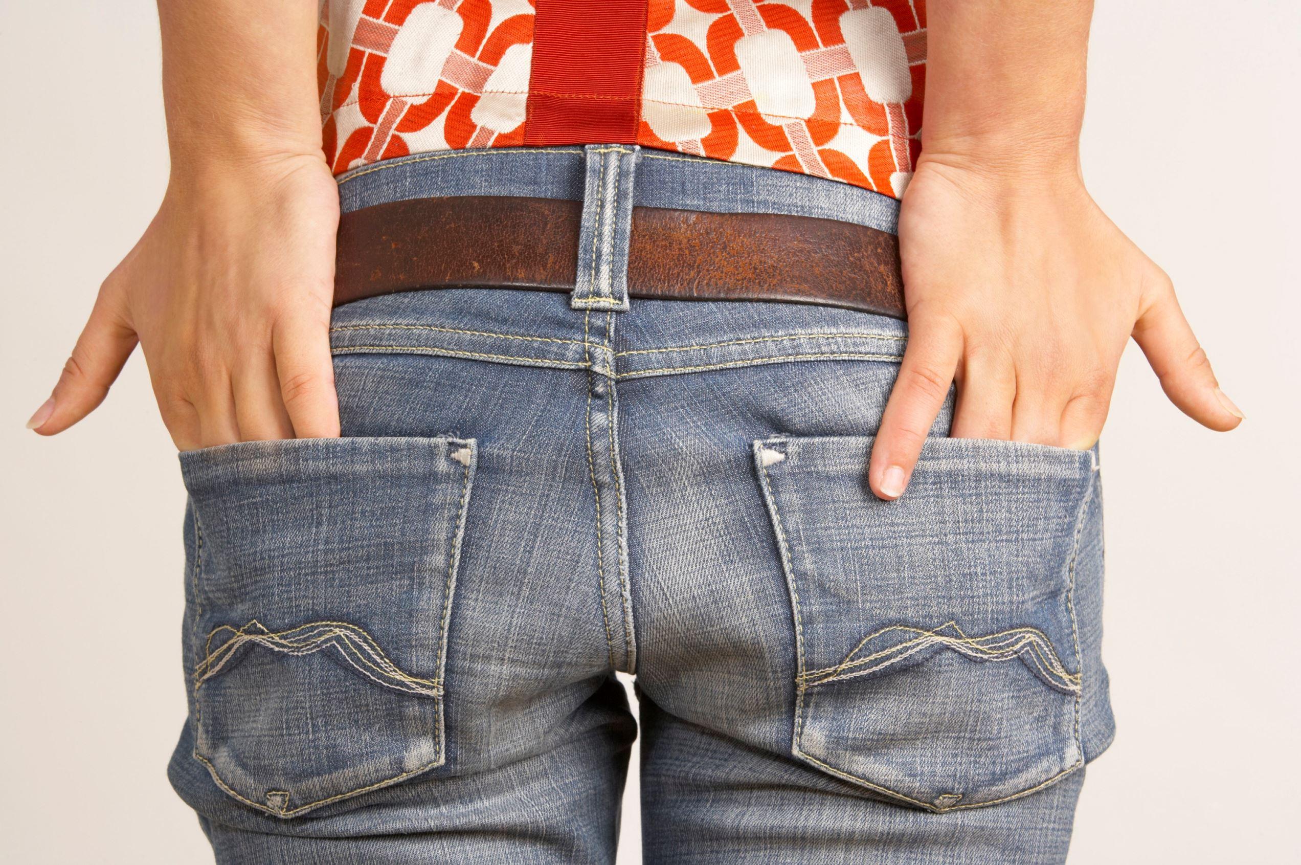 pimples on buttocks crack rash