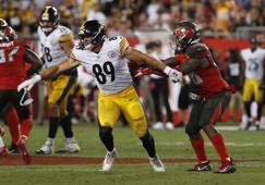 Pittsburgh Steelers tight end Vance McDonald (89) runs a route in front of Tampa Bay Buccaneers outside linebacker Kwon Alexander during the second half of an NFL football game Monday, Sept. 24, 2018, in Tampa, Fla. (AP Photo/Mark LoMoglio)