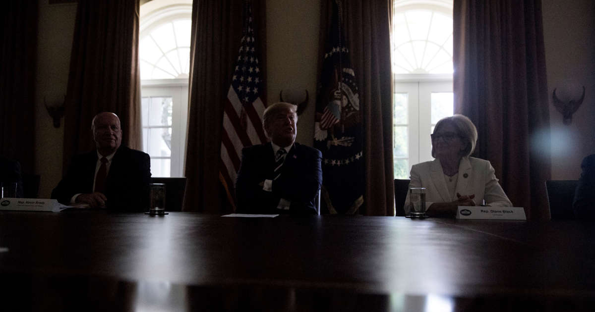 That Was Strange: Lights Dim As Trump Says He Has Full Faith In US Intel