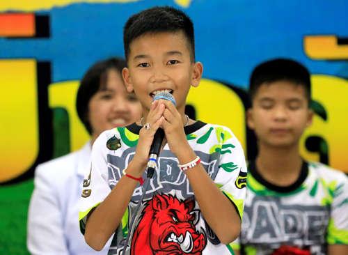 <!--:es-->Los niños de Tailandia cuentan cómo quedaron atrapados<!--:-->