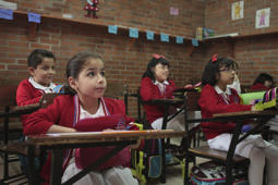 MEXICO CITY, MEXICO – AUGUST 20: Students begin their first day of classes in basic education, at Atenea School, on August 20, 2012, in Mexico City, Mexico. Around 27.5 million kids started classes throughout Mexico. (Photo By Alfonso Manzano/Clasos.com/LatinContent/LatinContent/Getty Images)