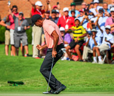 Tiger Woods of the US reacts as he sinks an eagle putt on the eighteenth green during the first round of the Tour Championship golf tournament and the FedEx Cup final at Eastlake Golf Club in Atlanta, Georgia, USA, 20 September 2018. Tournament play runs from 20 September to 23 September.