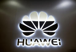 The logo of Huawei is pictured at a mobile phone shop in Singapore, May 21, 2019. REUTERS/Edgar Su