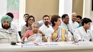 NEW DELHI, INDIA - MAY 25: AICC general-secretary Priyanka Gandhi Vadra (2R) with Sheila Dikshit (2L), Captain Amarinder Singh (L) and Jyotiraditya Scindia during a Congress Working Committee (CWC) meeting, at AICC headquarters, on May 25, 2019 in New Delhi, India. The Congresss marathon meeting to review the partys devastating performance in the national elections ended with a resolution by the partys top leadership authorizing Rahul Gandhi to restructure the party. (Photo by Sanjeev Verma/Hindustan Times via Getty Images)