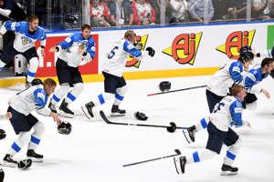 MM-kultaa voittaneet Leijonat syöksyvät jäälle
