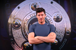 MUNICH, GERMANY - JANUARY 30:  Robert Lewandowski of FC Bayern Muenchen pose for a portrait during an Interview and Photocall on January 30, 2017 in Munich, Germany.  (Photo by Alexander Hassenstein/Bongarts/Getty Images)