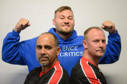 15 May 2019, Bavaria, Neukirchen Beim Heiligen Blut: Boxing: Professionals - Media Day of the heavyweight Tom Schwarz. Before the boxing match against Tyson Fury on 15 June 2019 in Las Vegas, heavyweight Tom Schwarz (M) poses in the Kinema sports school with coaches Roberto Norris (l) and Rene Friese. Photo: Timm Schamberger/dpa (Photo by Timm Schamberger/picture alliance via Getty Images)