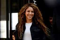 Colombian singer Shakira leaves a court in Madrid on March 27, 2019. - A Madrid court will look into allegations that Colombian superstars Shakira and Carlos Vives plagiarised part of their hugely popular Grammy Latino-winner 'La Bicicleta.' (Photo by OSCAR DEL POZO / AFP)        (Photo credit should read OSCAR DEL POZO/AFP/Getty Images)