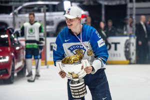 Kaapo Kakko julhii MM-kultaa 2019