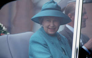 ELIZABETH II ON THE SITE OF THE LOCKERBIE CRASH