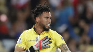 Peru's goalkeeper Pedro Gallese celebrates after his teammate Jefferson Farfan scored his side's second goal against Bolivia during a Copa America Group A soccer match at Maracana stadium in Rio de Janeiro, Brazil, Tuesday, June 18, 2019. (AP Photo/Silvia Izquierdo)