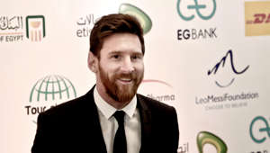 FC Barcelona's Lionel Messi poses for photographers before attending a gala dinner held at the Mena House in Giza, Egypt, Tuesday, Feb. 21, 2017. Footballer Messi will promote Egypt's Tour n' Cure initiatives which aims to attract Hepatitis C patients from all around the world to seek treatment in Egypt. (AP Photo/Nariman El-Mofty)