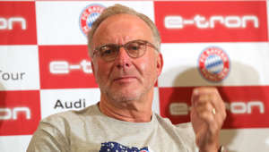 KANSAS CITY, KANSAS - JULY 23:  Karl-Heinz Rummenigge, CEO of FC Bayern Muenchen talks to the media during a FC Bayern Muenchen press conference at Intercontinental Hotel Kansas City at the Plaza during the ninth day of the FC Bayern Muenchen Audi Summer Tour 2019 on July 23, 2019 in Kansas City, Kansas. (Photo by Alexander Hassenstein/Bongarts/Getty Images)