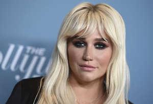 Kesha on opittu tuntemaan vaaleaverikkönä.