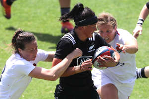 SAN DIEGO, CALIFORNIA - JULY 14:  Emily Scarratt #13 and Vickii Comborough #1 of England tackle Charmaine Smith #5 of New Zealand during the second half of a match between New Zealand and England in the Women's Rugby Super Series 2019-Final Round at Torero Stadium on July 14, 2019 in San Diego, California. (Photo by Sean M. Haffey/Getty Images)