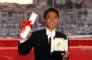 "FRANCE - MAY 21:  Cannes film festival : photo call of the winners In Cannes, France On May 21, 2000-Tony Leung Chiu-Wai best actor for ""In the mood for love"".  (Photo by Pool BENAINOUS/DUCLOS/Gamma-Rapho via Getty Images)"