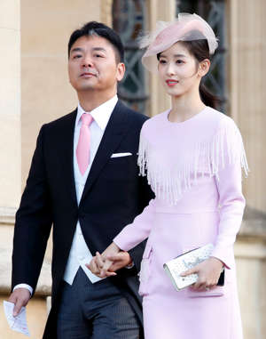 WINDSOR, UNITED KINGDOM - OCTOBER 12: (EMBARGOED FOR PUBLICATION IN UK NEWSPAPERS UNTIL 24 HOURS AFTER CREATE DATE AND TIME) Richard Liu and Zhang Zetian attend the wedding of Princess Eugenie of York and Jack Brooksbank at St George's Chapel on October 12, 2018 in Windsor, England. (Photo by Max Mumby/Indigo/Getty Images)