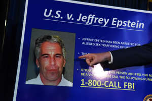 Jeffrey Epsteinia syytettiin alaikäisiin kohdistuneista seksuaalirikoksista.