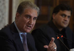 Pakistani Foreign Minister Shah Mehmood Qureshi (L) gives a press conference at the Foreign Ministry in Islamabad on August 16, 2019. - Pakistani Prime Minister Imran Khan spoke to US President Donald Trump about his concerns over the situation in disputed Kashmir region, Islamabad's foreign minister said, ahead of a UN Security Council meeting to discuss the issue. (Photo by AAMIR QURESHI / AFP)        (Photo credit should read AAMIR QURESHI/AFP/Getty Images)