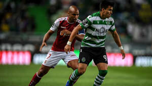 Sporting's Argentinian forward Marcos Acuna (R) challenges Braga's Angolan forward Wilson Eduardo during the Portuguese League football match between Sporting Lisbon and Braga at the Jose Alvalade Stadium in Lisbon on August 18, 2019. (Photo by PATRICIA DE MELO MOREIRA / AFP)        (Photo credit should read PATRICIA DE MELO MOREIRA/AFP/Getty Images)