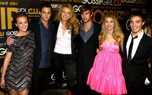 "NEW YORK - SEPTEMBER 18:  (L-R) Actors Leighton Meester, Penn Badgley, Blake Lively, Chace Crawford, Taylor Momsen and Ed Westwick attend the launch party for CW Network's ""Gossip Girls"" at Tenjune on September 18, 2007 in New York City.  (Photo by Scott Wintrow/Getty Images)"