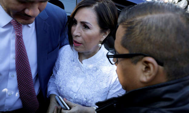 Diapositiva 2 de 37: Former Minister of Social Development (Sedesol) Rosario Robles arrives for a hearing on corruption charges at a court in Mexico City, Mexico August 8, 2019. REUTERS/Luis Cortes