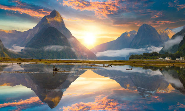 幻灯片 13 - 1: Famous Mitre Peak rising from the Milford Sound fiord. Fiordland national park, New Zealand
