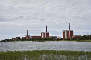 Teollisuuden Voima OYj:n (TV0) Olkiluodon kolme ydinvoimalaitosyksikköä OL 1 (kesk.) , OL 2 (oik.) ja OL 3 Eurajoella 14. kesäkuuta 2018.