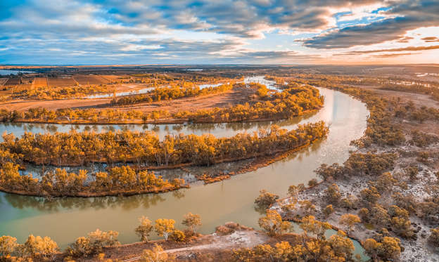 "Diapositive 1 sur 21: ""Aerial View Of River Against Sky During Autumn. Photo Taken In Kingston, Australia"""