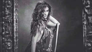 Guess Ileana's 'mood' in this sizzling monochrome pic?