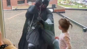 Cop dressed as Batman scales down children's hospital to surprise patients