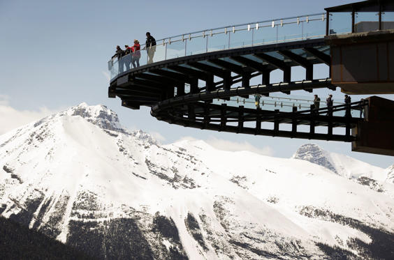 Folie 1 von 26: For bravehearts only: 13 thrilling skywalks around the globe