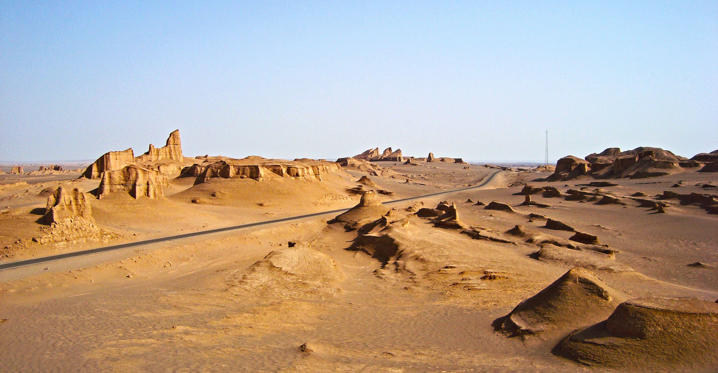 Διαφάνεια 2 από 13: Kaluts are wind-eroded desert mountains that look like worn sandcastles amid the searing Dasht-e Lut desert of Central Iran.