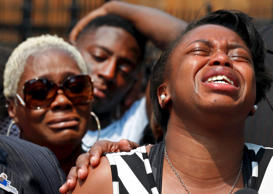 Diamond Trusty (R) reacts to the death of her cousin Amari Brown, in Chicago, July 6, 2015.