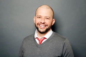 "In this Monday, April 6, 2015 photo, American actor, director and film producer Jon Cryer poses for a portrait in promotion of his new memoir ""So That Happened,"" in New York. (Photo by Dan Hallman/Invision/AP)"
