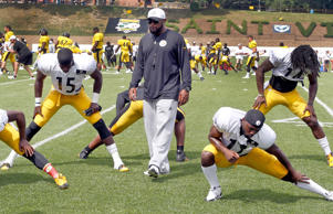 Pittsburgh Steelers head coach Mike Tomlin, center, walks through the wide receivers as they stretch before practice during NFL football training camp in Latrobe, Pa., Wednesday, July 29, 2015.
