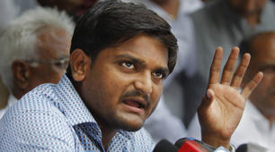 In Delhi, Hardik rallies other Patel groups, tells them to draw swords: Hardik Patel addresses a press conference in New Delhi. (Source: AP photo)