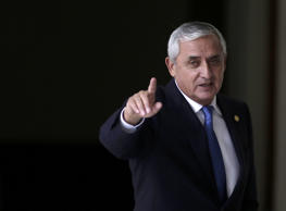 Guatemalan President Otto Perez salutes after a news conference in the Presidential House in Guatemala City, August 31, 2015.