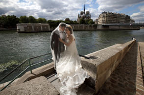 A Chinese couple poses during a pre-wedding photoshoot in front of the Notre-Dame Cathedral in Paris, France, August 28, 2015.