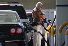 Feds: Labor Day gas prices are lowest since 2004