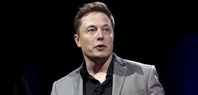Tesla Motors CEO Elon Musk reveals the Tesla Energy Powerwall Home Battery during an event in Hawthorne, California April 30, 2015. Tesla Motors Inc unveiled Tesla Energy - a suite of batteries for homes, businesses and utilities - a highly-anticipated plan to expand its business beyond electric vehicles.  Patrick T. Fallon/Reuters