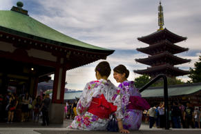 Women wearing traditional kimonos sit outside Sensoji temple in Tokyo May 30, 2015. REUTERS/Thomas Peter