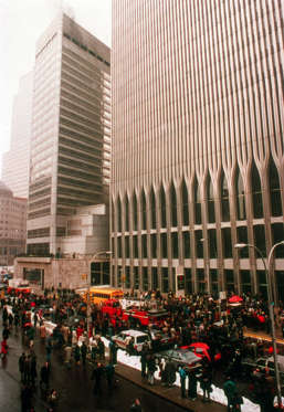 26/02/1993 : On this day in 1993 Islamic terrorists detonate a bomb at the World Trade Centre in New York causing 6 deaths and hundreds of injuries; one tower remains closed for one month.